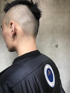 黒髪ツーブロックモヒカン