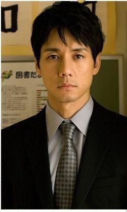 西島秀俊さんの髪型黒髪ショート